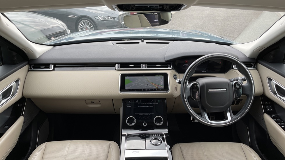 Land Rover Range Rover Velar 2.0 D180 R-Dynamic SE Meridian Surround Sound System and heated windscreen image 9