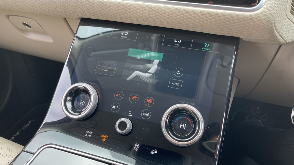 Land Rover Range Rover Velar 2.0 D180 R-Dynamic SE Meridian Surround Sound System and heated windscreen image 10