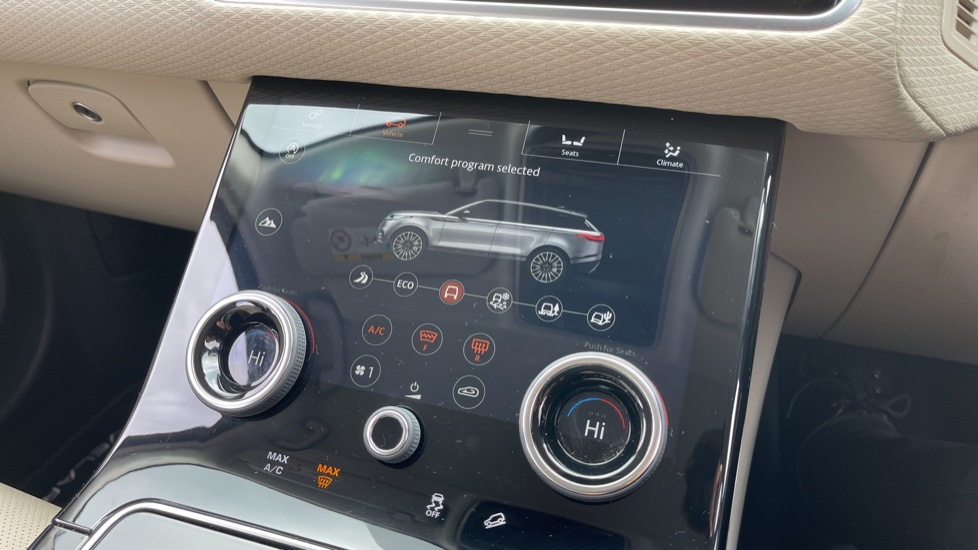 Land Rover Range Rover Velar 2.0 D180 R-Dynamic SE Meridian Surround Sound System and heated windscreen image 12