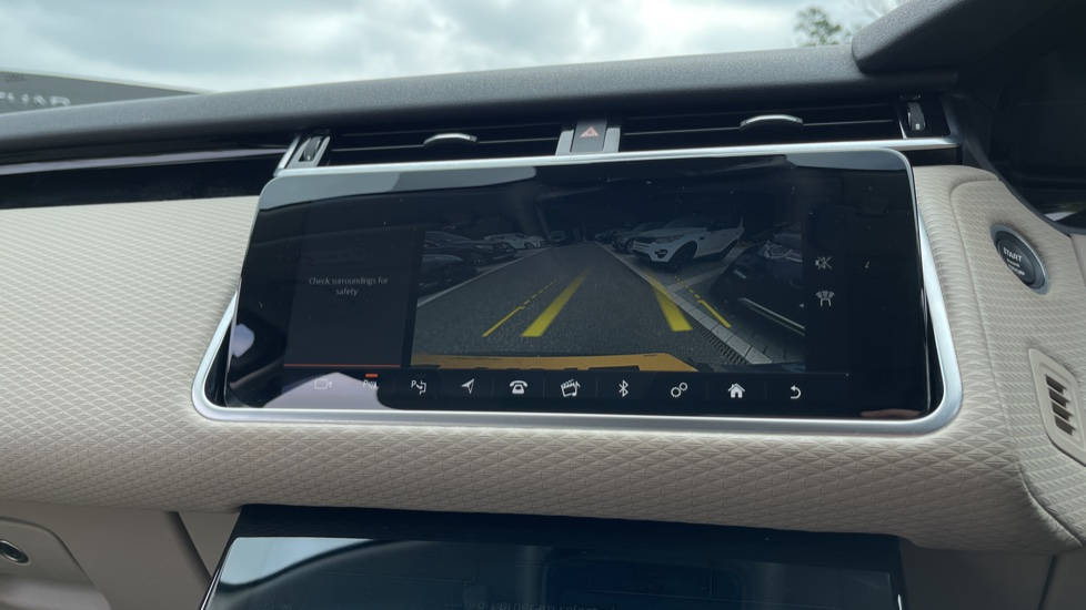 Land Rover Range Rover Velar 2.0 D180 R-Dynamic SE Meridian Surround Sound System and heated windscreen image 14