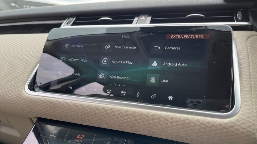 Land Rover Range Rover Velar 2.0 D180 R-Dynamic SE Meridian Surround Sound System and heated windscreen image 15