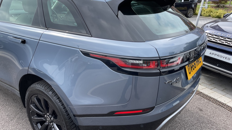 Land Rover Range Rover Velar 2.0 D180 R-Dynamic SE Meridian Surround Sound System and heated windscreen image 21
