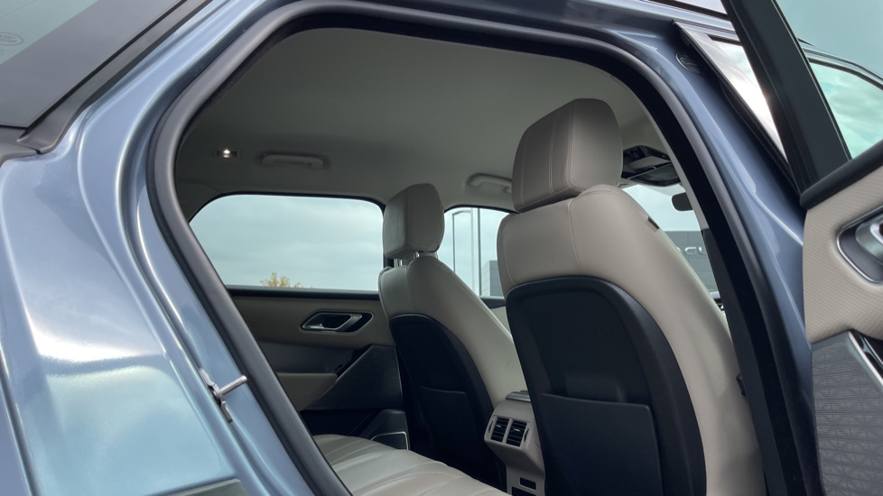 Land Rover Range Rover Velar 2.0 D180 R-Dynamic SE Meridian Surround Sound System and heated windscreen image 24