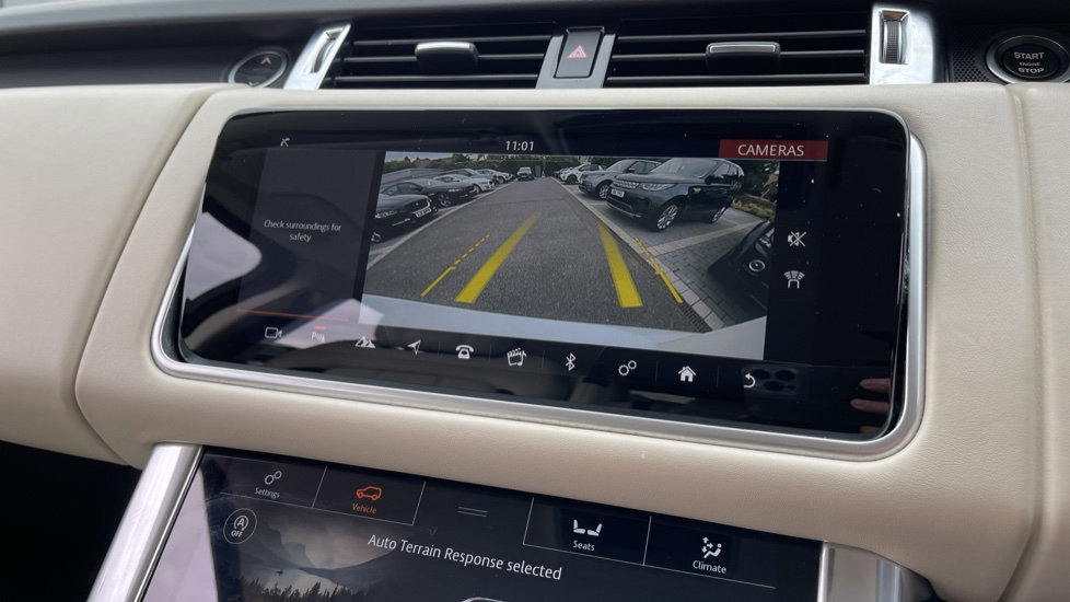 Land Rover Range Rover Sport 3.0 SDV6 HSE Dynamic Interactive Driver Display and Meridian Sound System image 15