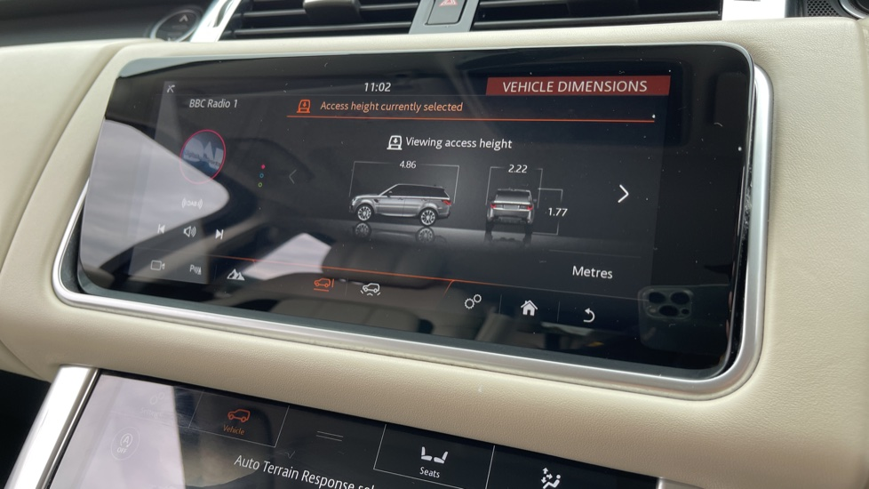 Land Rover Range Rover Sport 3.0 SDV6 HSE Dynamic Interactive Driver Display and Meridian Sound System image 17