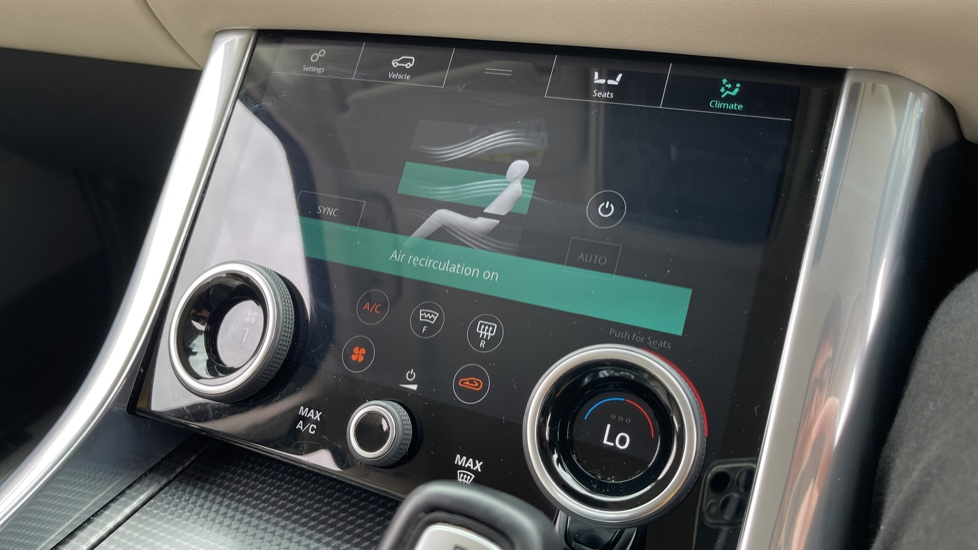 Land Rover Range Rover Sport 3.0 SDV6 HSE Dynamic Interactive Driver Display and Meridian Sound System image 19