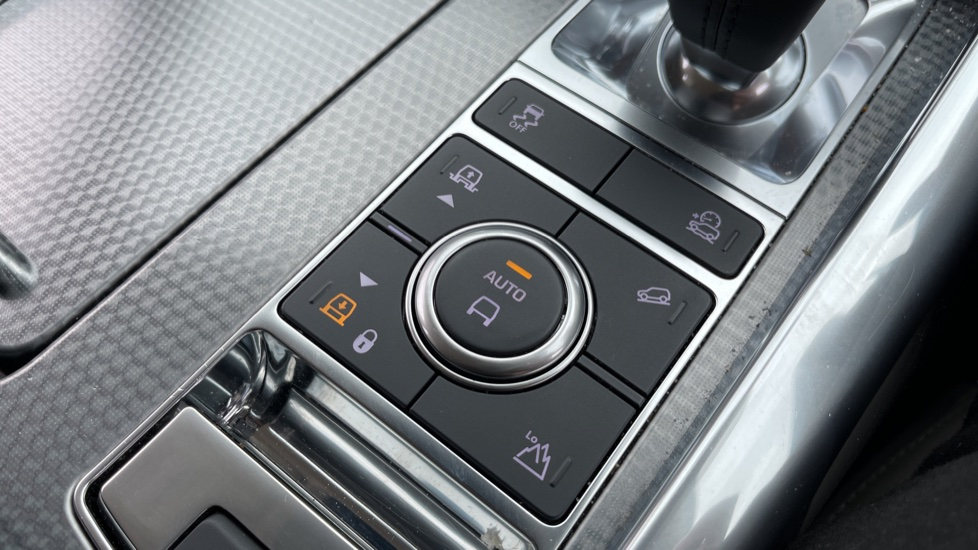 Land Rover Range Rover Sport 3.0 SDV6 HSE Dynamic Interactive Driver Display and Meridian Sound System image 20