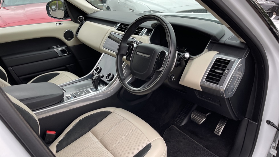 Land Rover Range Rover Sport 3.0 SDV6 HSE Dynamic Interactive Driver Display and Meridian Sound System image 22