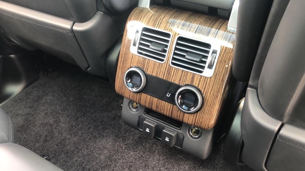Land Rover Range Rover 3.0 SDV6 Vogue 4dr image 24