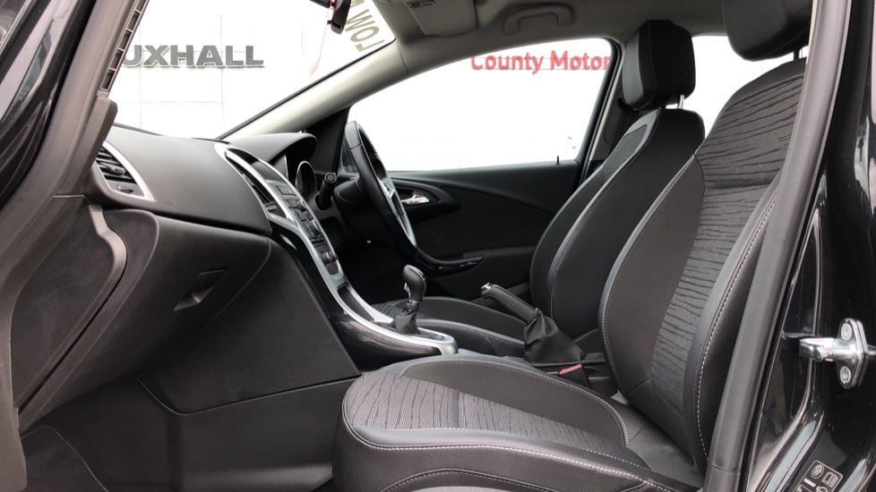 Vauxhall Astra 1.4i 16V Excite 5dr image 3