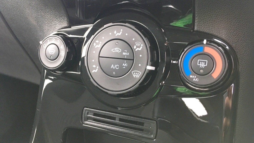 Ford Fiesta 1.25 82 Zetec 5dr image 19