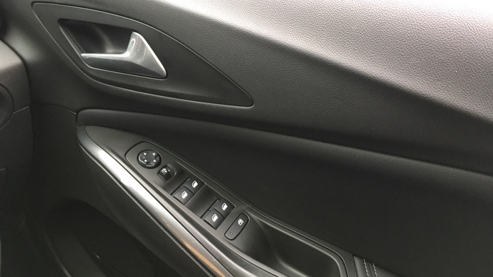 Vauxhall Grandland X 1.6 Turbo D Sport Nav 5dr image 26