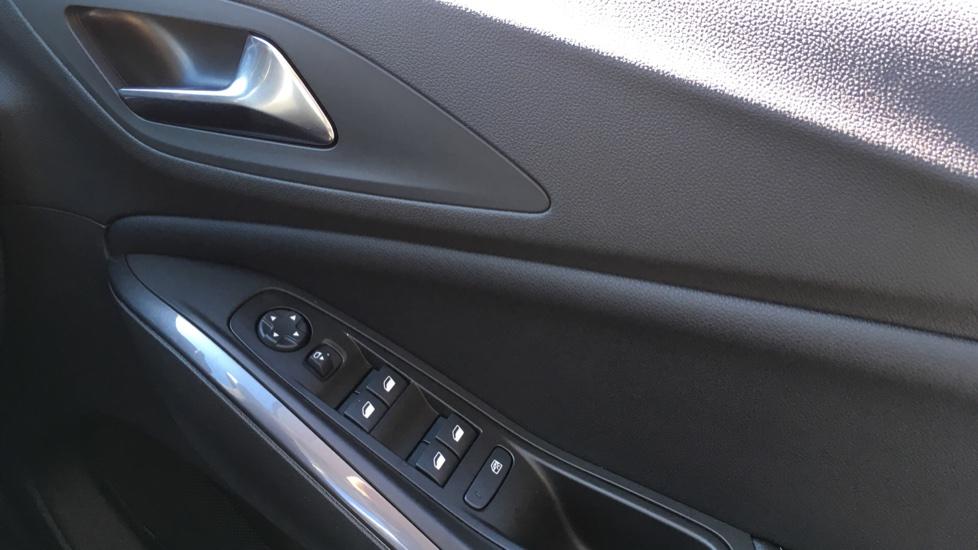 Vauxhall Grandland X 1.6 Turbo D Sport Nav 5dr image 24