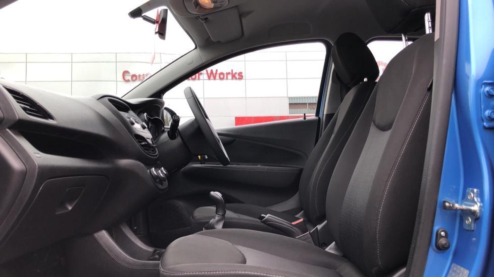 Vauxhall Viva 1.0 SE 5dr image 3