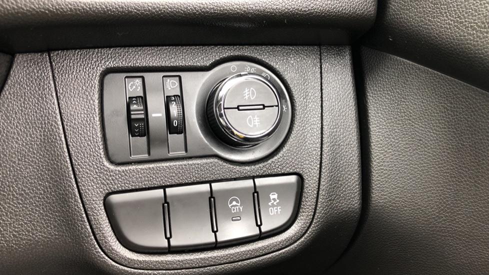 Vauxhall Viva 1.0 SE 5dr image 14