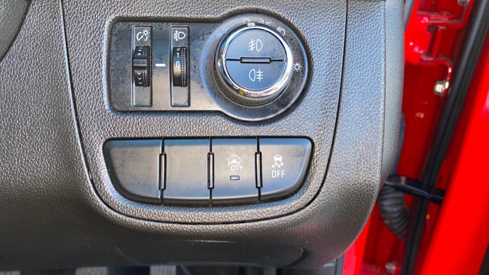 Vauxhall Viva 1.0 SE 5dr image 11