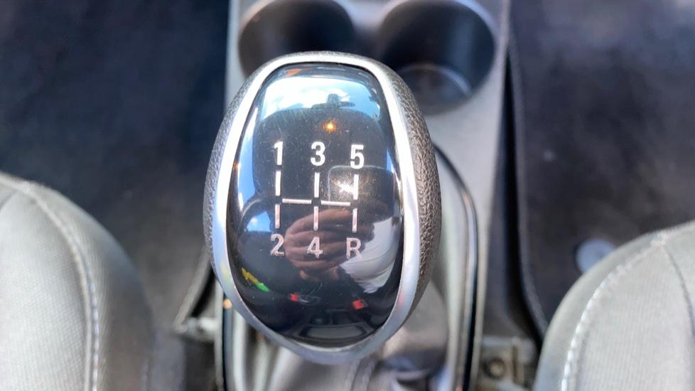 Vauxhall Viva 1.0 SE 5dr image 17