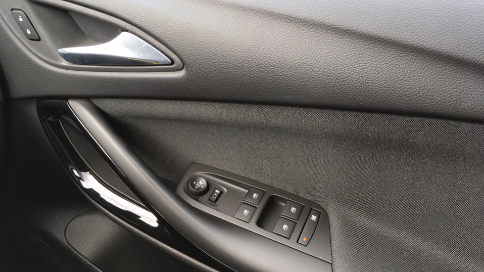 Vauxhall Astra 1.4T 16V 150 SRi image 23