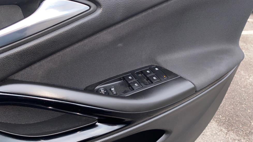 Vauxhall Astra 1.4T 16V 150 SRi 5dr image 10