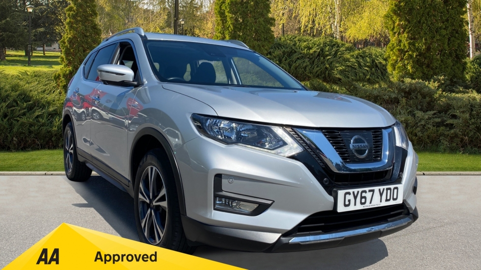Nissan X-Trail 1.6 DiG-T N-Connecta 5dr with Panoramic Sunroof, Navigation and Parking Sensors Estate (2017) image