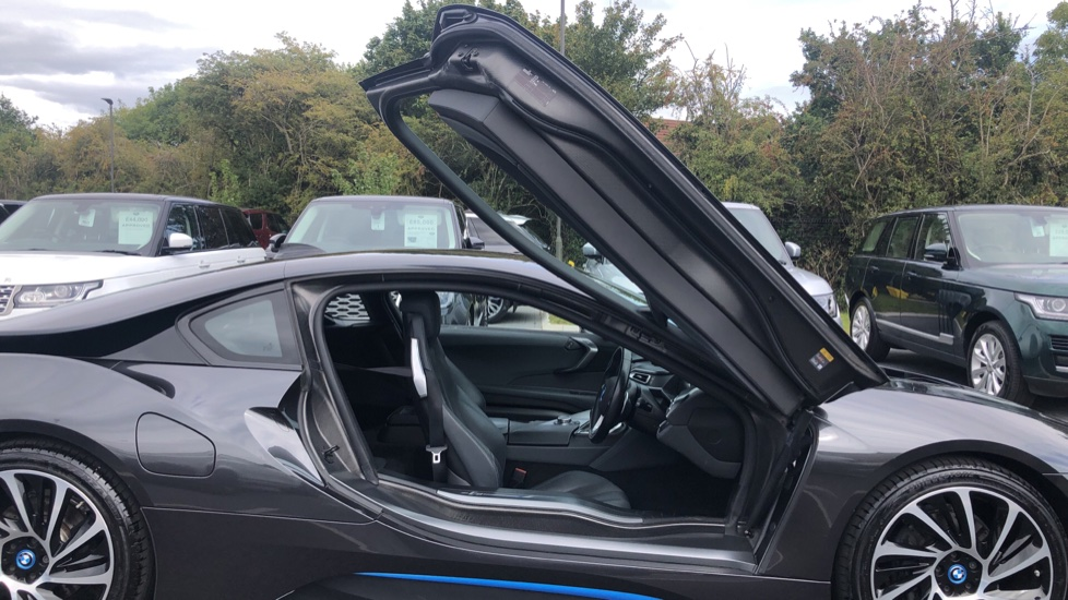 BMW i8 2dr image 16