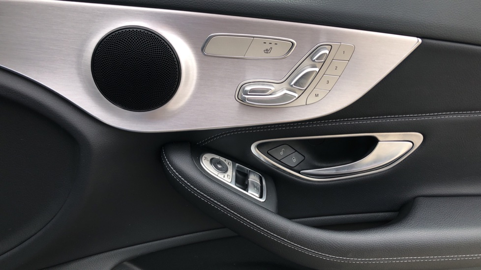 Mercedes-Benz C-Class C200 AMG Line Premium 2dr 9G-Tronic image 19
