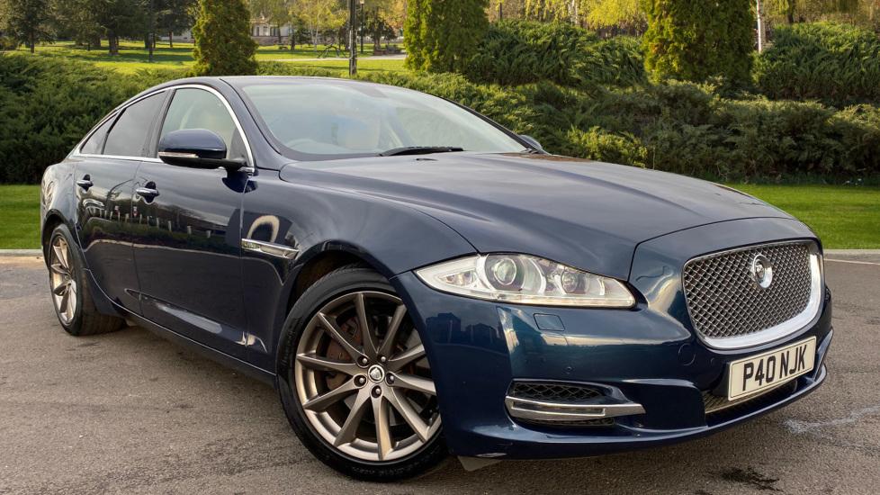 Jaguar XJ 3.0d V6 Luxury Diesel Automatic 4 door Saloon (2010) image