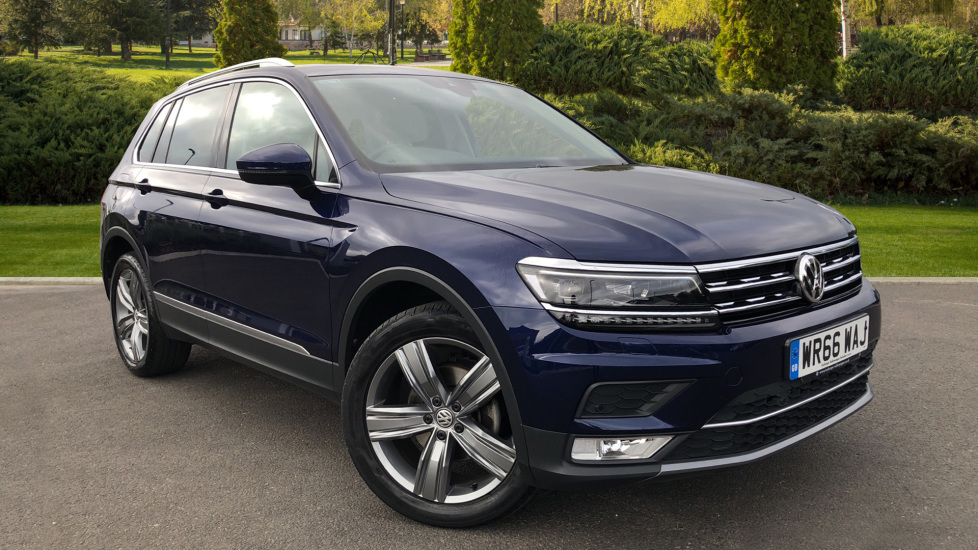 Volkswagen Tiguan 2.0 TDi 150 4Motion SEL 5dr Diesel Estate (2016) at Grange Specialist Cars Swindon thumbnail image