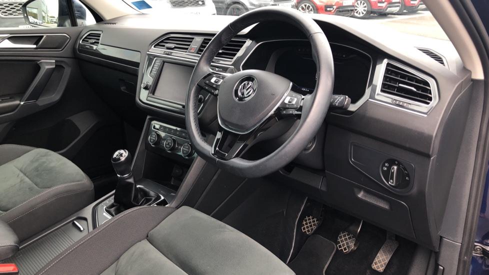Volkswagen Tiguan 2.0 TDi 150 4Motion SEL 5dr image 9