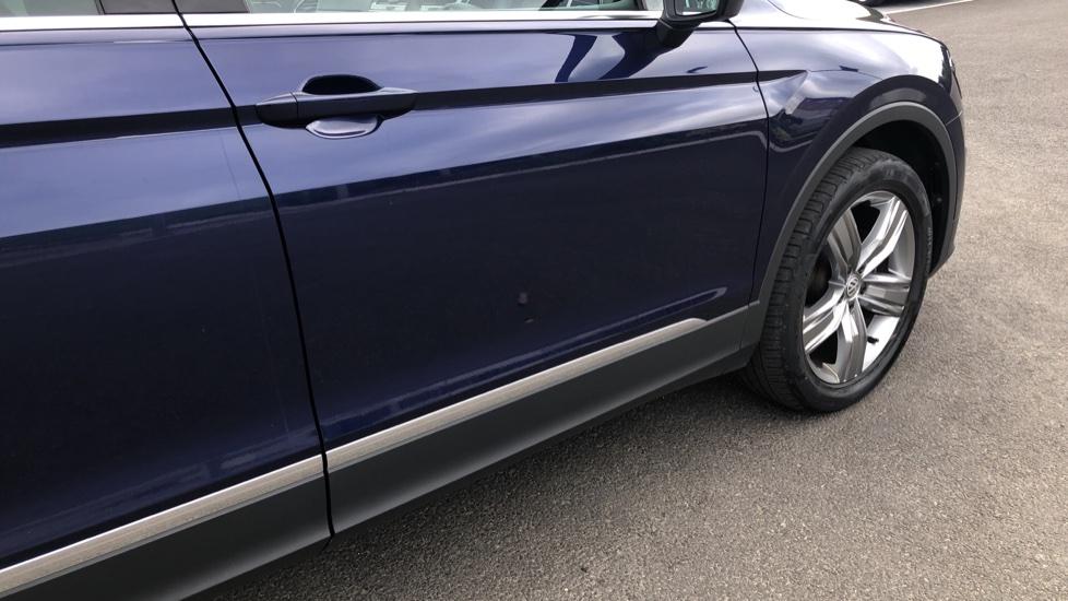 Volkswagen Tiguan 2.0 TDi 150 4Motion SEL 5dr image 15