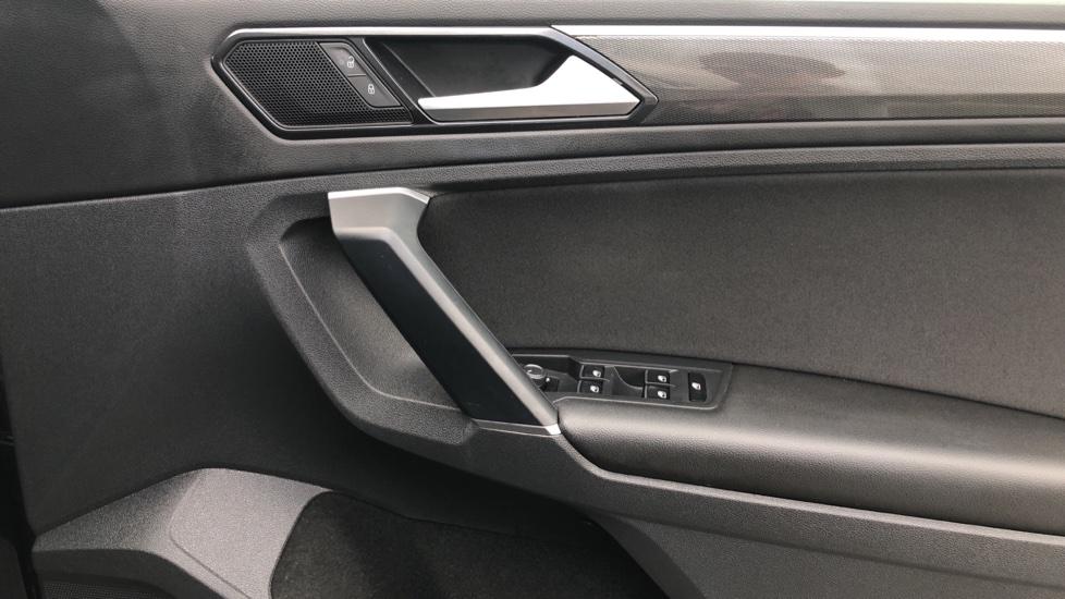 Volkswagen Tiguan 2.0 TDi 150 4Motion SEL 5dr image 18