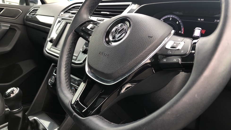Volkswagen Tiguan 2.0 TDi 150 4Motion SEL 5dr image 27