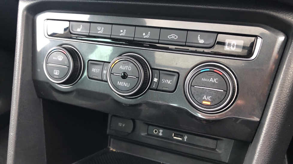 Volkswagen Tiguan 2.0 TDi 150 4Motion SEL 5dr image 28