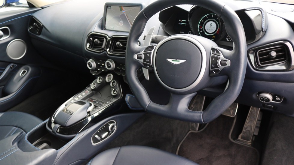 Aston Martin V8 Vantage Coupe 2dr ZF 8 Speed image 10