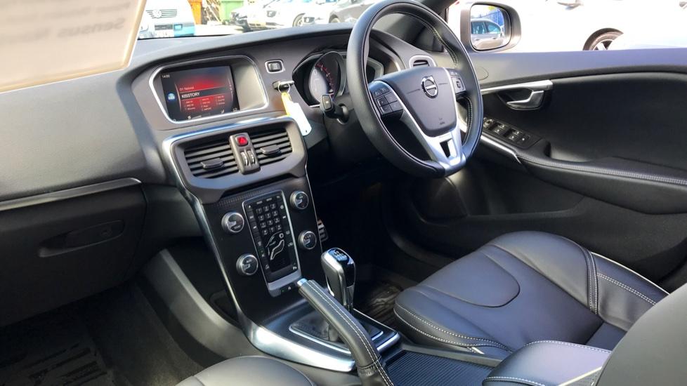 Volvo V40 T3 R-Design Pro (Front & Rear Parking Sensors