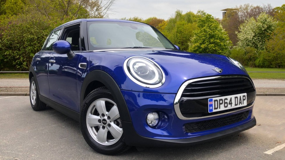 Mini Cooper 1.5 Cooper 5dr Auto, Bluetooth, Auto Lights & Wipers, Ambient Lighting, DAB Radio, Keyless Drive Automatic Hatchback (2019)