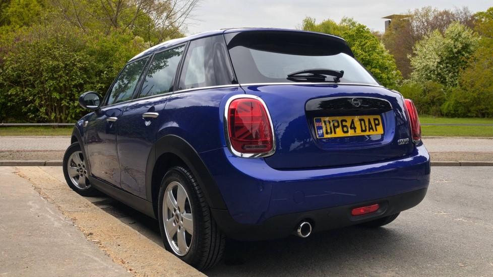 Mini Cooper 1.5 Cooper 5dr Auto, Bluetooth, Auto Lights & Wipers, Ambient Lighting, DAB Radio, Keyless Drive image 4