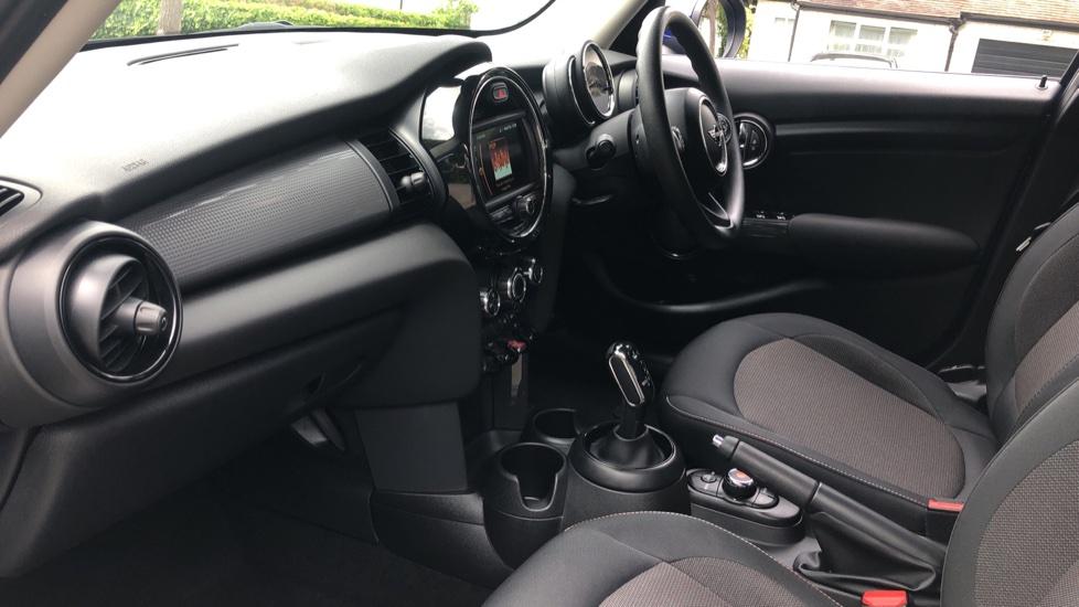 Mini Cooper 1.5 Cooper 5dr Auto, Bluetooth, Auto Lights & Wipers, Ambient Lighting, DAB Radio, Keyless Drive image 5