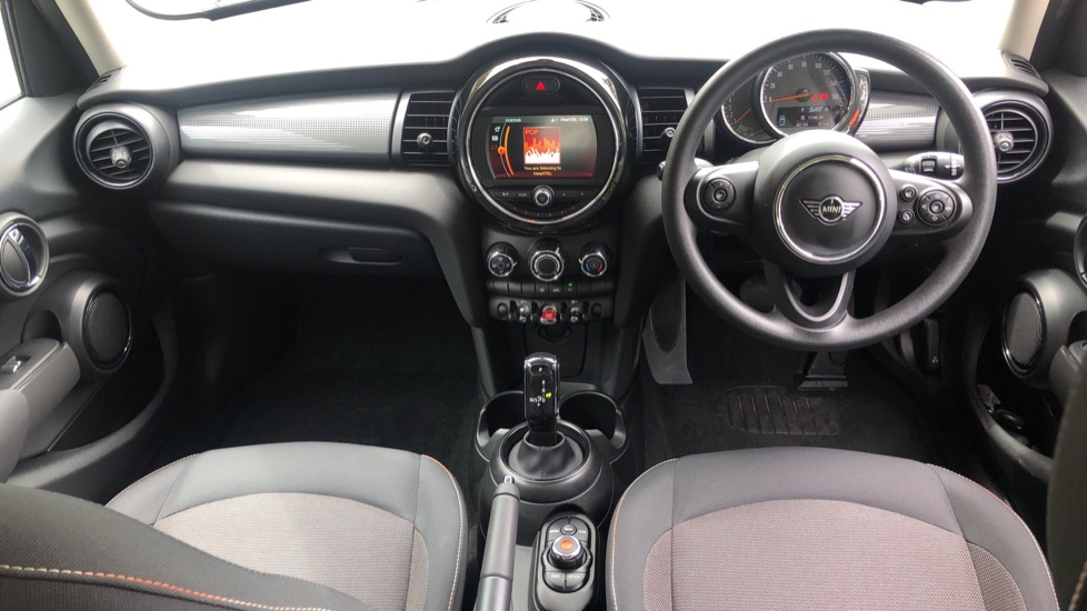 Mini Cooper 1.5 Cooper 5dr Auto, Bluetooth, Auto Lights & Wipers, Ambient Lighting, DAB Radio, Keyless Drive image 7