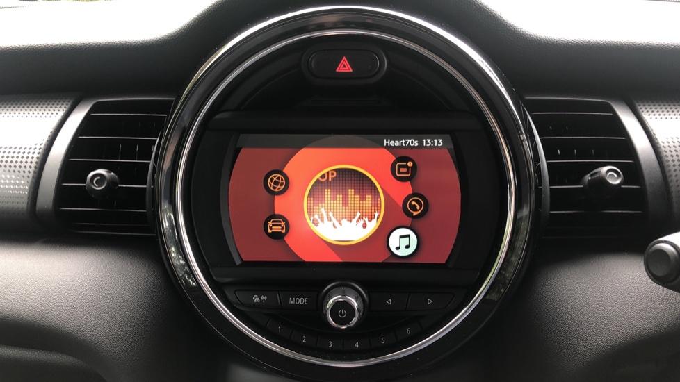 Mini Cooper 1.5 Cooper 5dr Auto, Bluetooth, Auto Lights & Wipers, Ambient Lighting, DAB Radio, Keyless Drive image 13