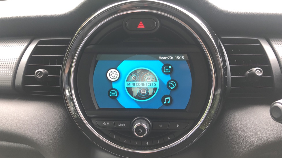 Mini Cooper 1.5 Cooper 5dr Auto, Bluetooth, Auto Lights & Wipers, Ambient Lighting, DAB Radio, Keyless Drive image 18