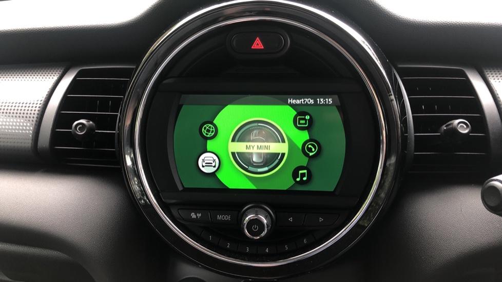 Mini Cooper 1.5 Cooper 5dr Auto, Bluetooth, Auto Lights & Wipers, Ambient Lighting, DAB Radio, Keyless Drive image 19