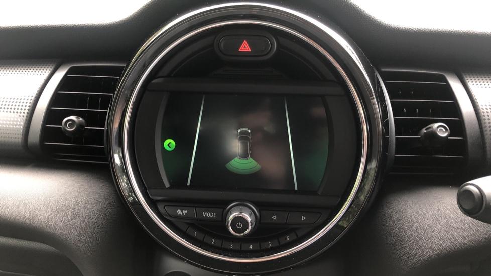 Mini Cooper 1.5 Cooper 5dr Auto, Bluetooth, Auto Lights & Wipers, Ambient Lighting, DAB Radio, Keyless Drive image 20