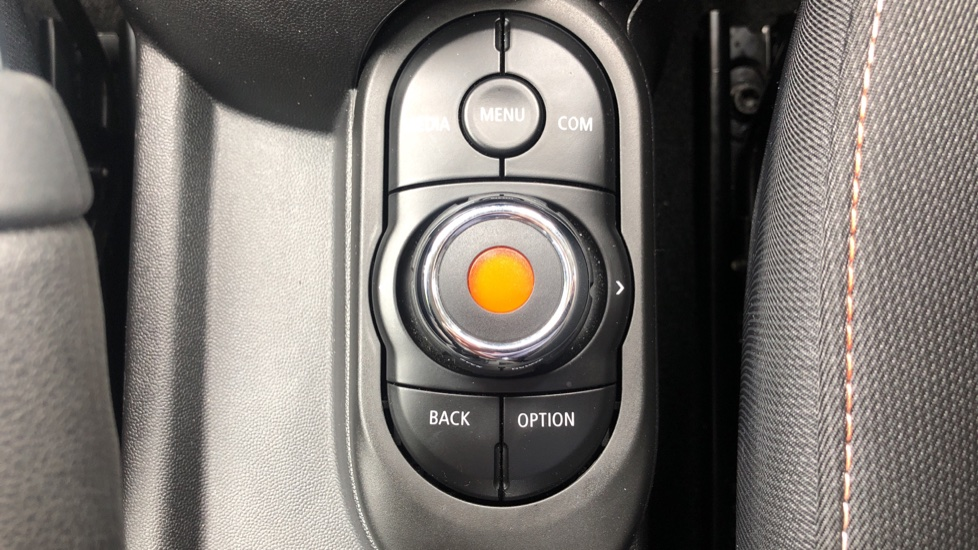Mini Cooper 1.5 Cooper 5dr Auto, Bluetooth, Auto Lights & Wipers, Ambient Lighting, DAB Radio, Keyless Drive image 21