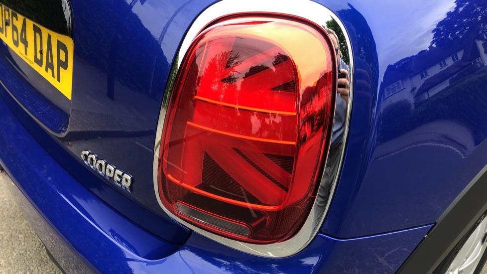 Mini Cooper 1.5 Cooper 5dr Auto, Bluetooth, Auto Lights & Wipers, Ambient Lighting, DAB Radio, Keyless Drive image 26