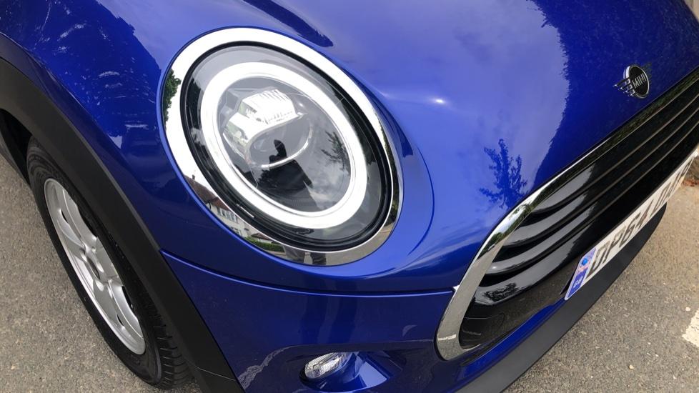 Mini Cooper 1.5 Cooper 5dr Auto, Bluetooth, Auto Lights & Wipers, Ambient Lighting, DAB Radio, Keyless Drive image 27