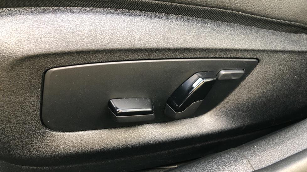 BMW 5 Series 530e M Sport Auto, Plug In Hybrid, Rear Camera, Heated Seats, Nav, 80Gb Hard Drive, DAB Radio image 12