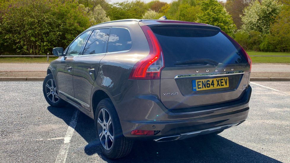 Volvo XC60 D4 AWD SE Lux Nav Auto with Panoramic Roof, Sensus Nav, Winter  Pack & Privacy Glass 2 4 Diesel Automatic 5 door Estate (2014) at Volvo