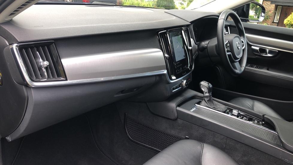 Volvo V90 D4 Momentum Auto with Pilot Assist, Adaptive Cruise, DAB Radio, F & R Park Sensors, Heated F.Seats image 8