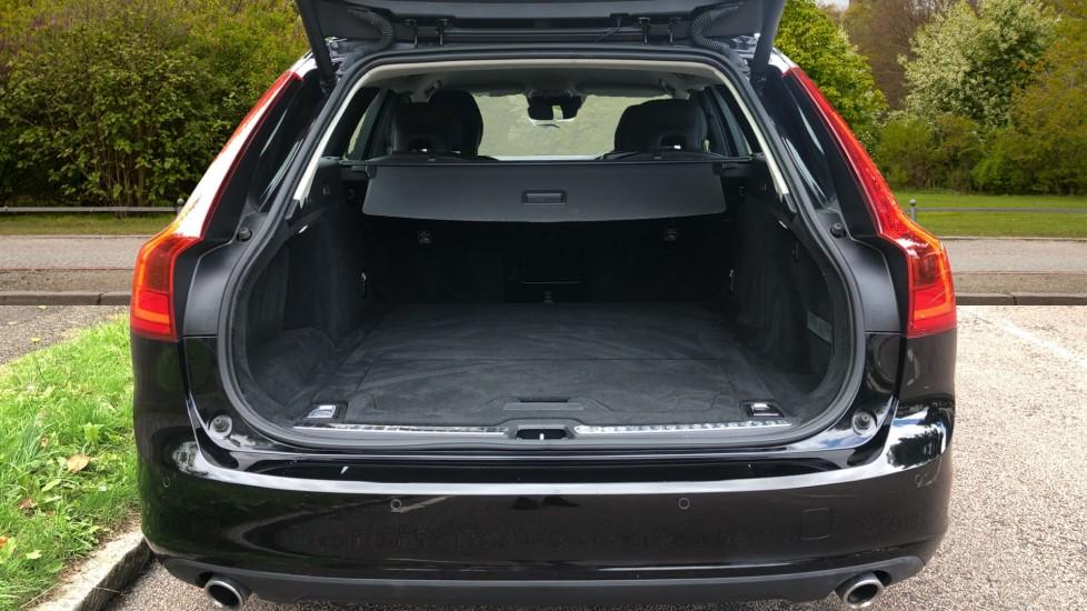 Volvo V90 D4 Momentum Auto with Pilot Assist, Adaptive Cruise, DAB Radio, F & R Park Sensors, Heated F.Seats image 23